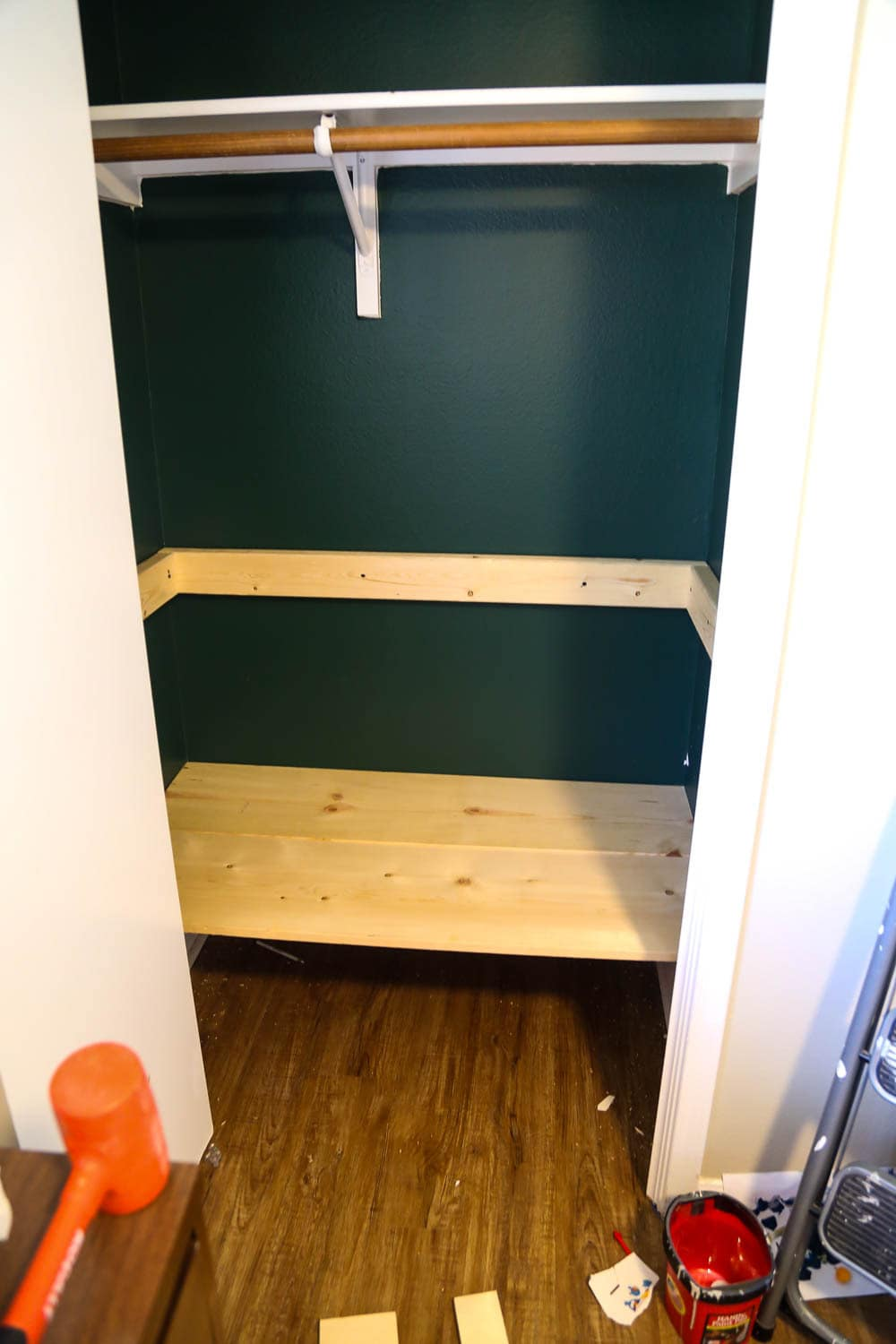 building DIY closet shelves