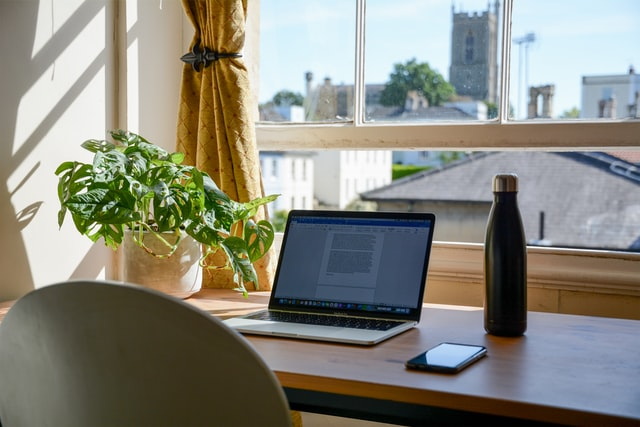 How to Create a Relaxing Home Office Environment