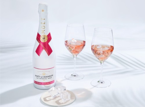 Ice Impérial Rosé, is the first and only rosé champagne especially created to be enjoyed on ice. A new champagne tasting experience that brings together pleasure, freshness and the free spirit of summer time.