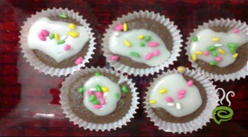 Vanilla Cup Cake With Chocolate
