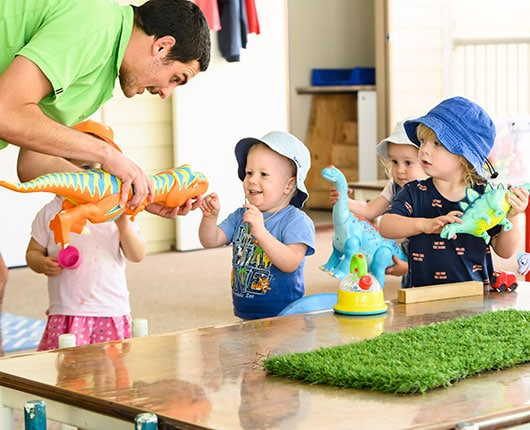 Chinderah-Offspring-imaginative-play-with-dinosaurs