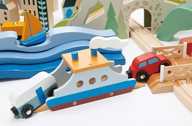 boat on mountain view train set