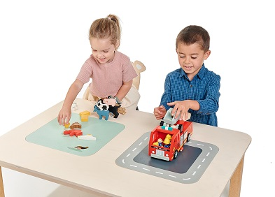 lifestyle play table with kids