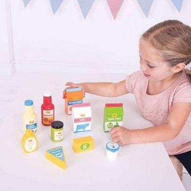 girl with bigjigs chilled groceries playset