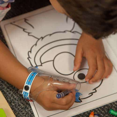 A child drawing with AeroThumb on
