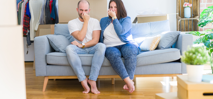 couple-on-couch-smelling-odour-730